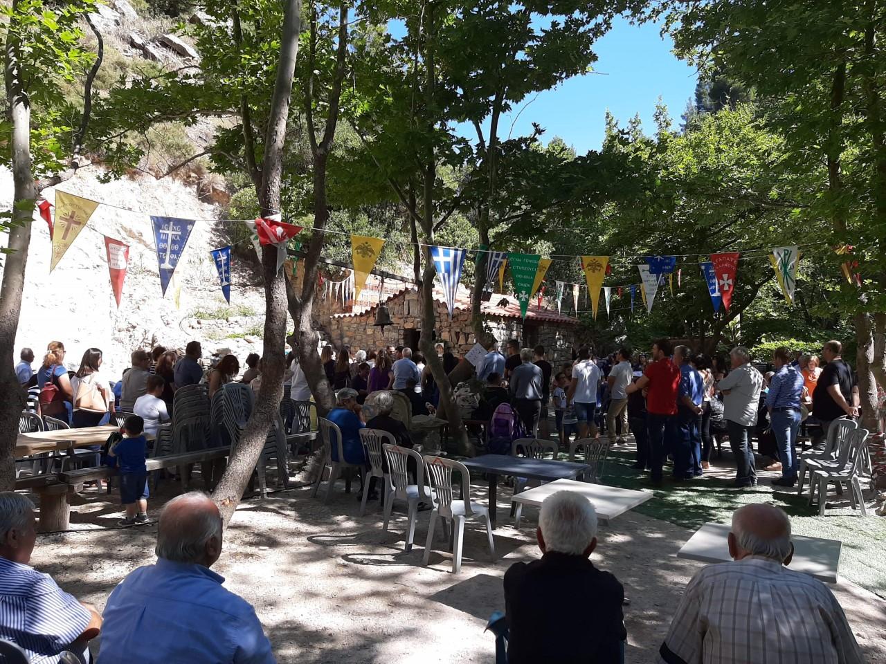 Τον Όσιο Παίσιο   τον Αγιορείτη εόρτασαν στο ορεινό Μαυρόπουλο Διρφύων.