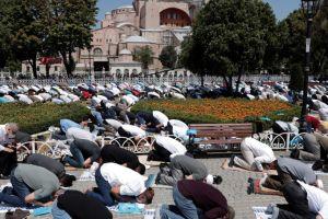 Δήλωση βόμβα Τούρκου καθηγητή: Χιλιάδες μολύνθηκαν από κορονοϊό στην τελετή επαναλειτουργίας της Αγίας Σοφίας!