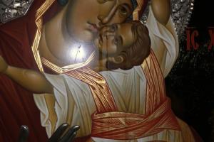 Το Θαύμα συνεχίζεται – Η Παναγία η Παρηγορήτρια εξακοκολουθει να δακρυρροεί στον Άγιο Δημήτριο  Νέας Ελβετίας Βύρωνος