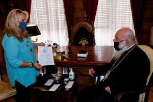 Η Γεν. Διευθύντρια του ΚΕ.Σ.Ο. κ. Πίνη, στον Αρχιεπίσκοπο Ιερώνυμο