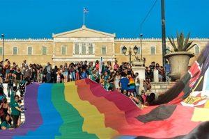 Ο ΚΟΡΟΝΟΪΟΣ ΚΟΛΛΑΕΙ ΜΟΝΟ ΟΠΟΥ ΘΕΛΟΥΝ! Οι λιτανείες απαγορεύτηκαν αλλά οι εκδηλώσεις του Athens Pride θα επιτραπούν …