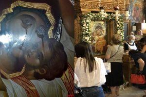 Η εικόνα της Παναγίας που δάκρυσε στον Άγιο Δημήτριο Βύρωνα συγκεντρώνει πλήθος πιστών – Η Ι. Μητρόπολη Καισαριανής με σεμνό ανακοινωθέν επιβεβαιώνει το γεγονός