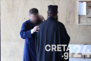 Απαράδεκτοι: Ποινή φυλάκισης εννέα μηνών στον ιερέα στην Κρήτη που έκανε κήρυγμα για την μάσκα