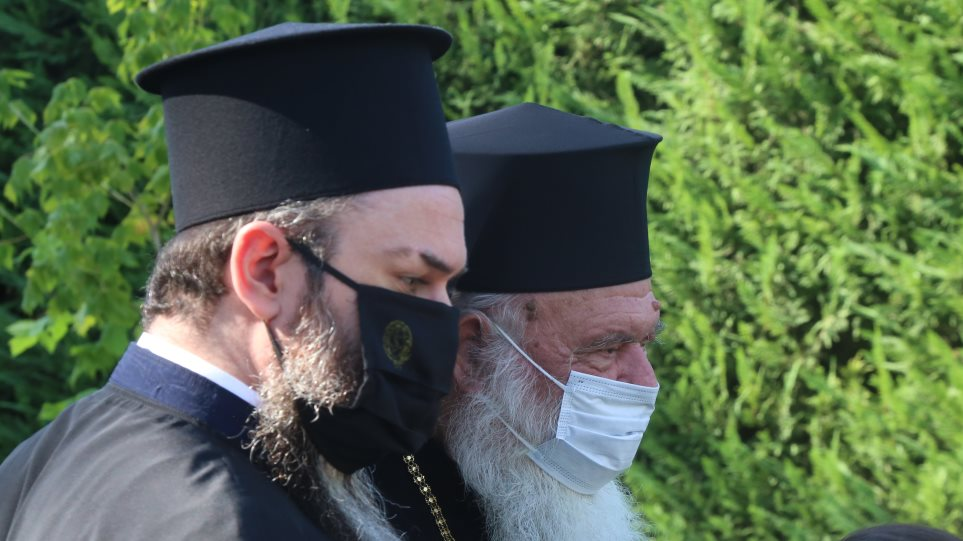 You are currently viewing Ιερώνυμος: Με μάσκα στον Αγιασμό παιδικού σταθμού στο Δήλεσι