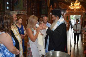 """Συγκίνηση στη Φθιώτιδα: Βαφτίστηκε ο """"ασθενής 0"""" – """"Σύμβολο ελπίδας"""""""