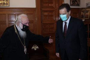 Ο αν. υπουργός Οικονομικών κ. Σκυλακάκης  στον Αρχιεπίσκοπο Ιερώνυμο