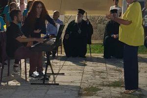 Ο Μητροπολίτης Κερκύρας Νεκτάριος κοντά στα παιδιά του πολιτισμού