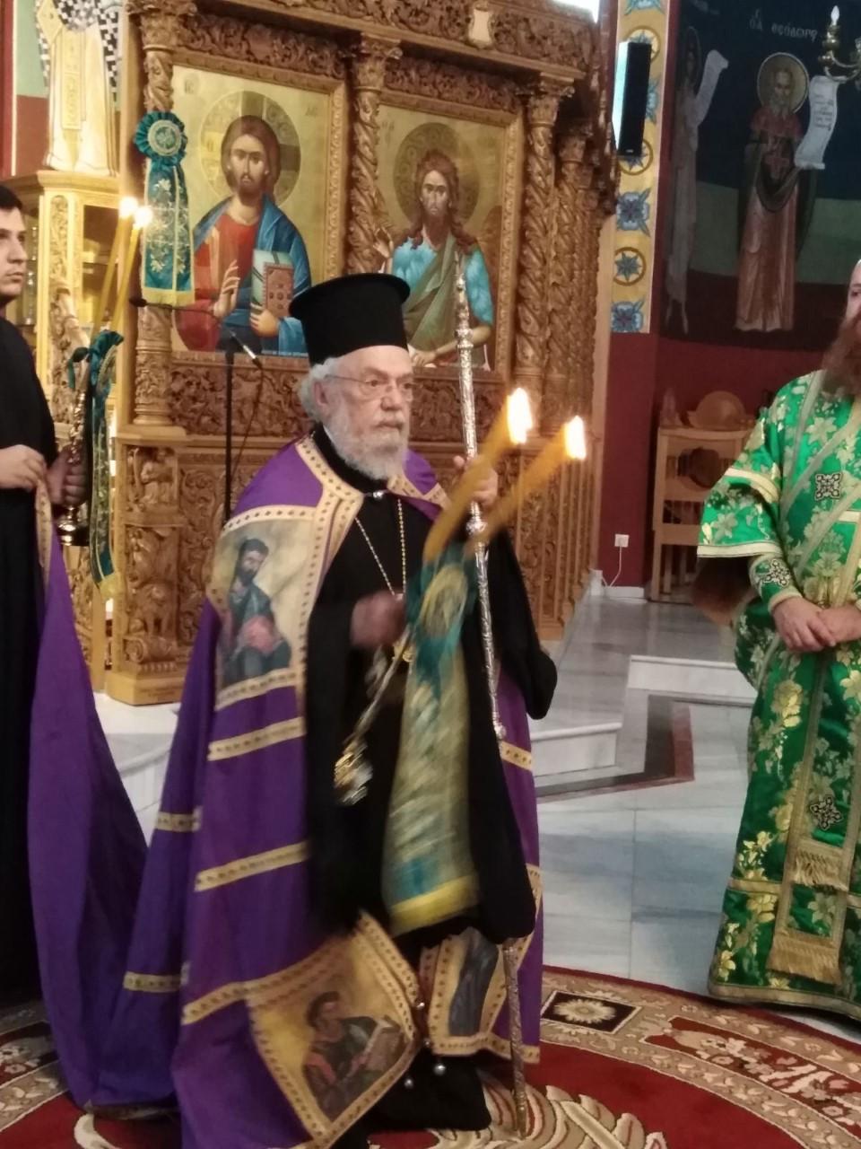 Ο Σεβ. Βρυούλων Παντελεήμων ιερούργησε στον Τίμιο Σταυρό Ωραιοκάστρου