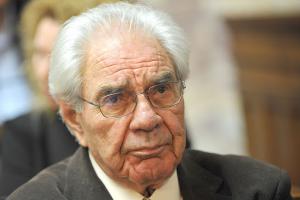 Ο διακεκριμένος Έλληνας Συνταγματολόγος Γιώργος Κασιμάτης με αυστηρή δήλωσή του μιλάει για την πανδημία- Κάνει λόγο για «πλύση εγκεφάλου» και για «επερχόμενη λαίλαπα».