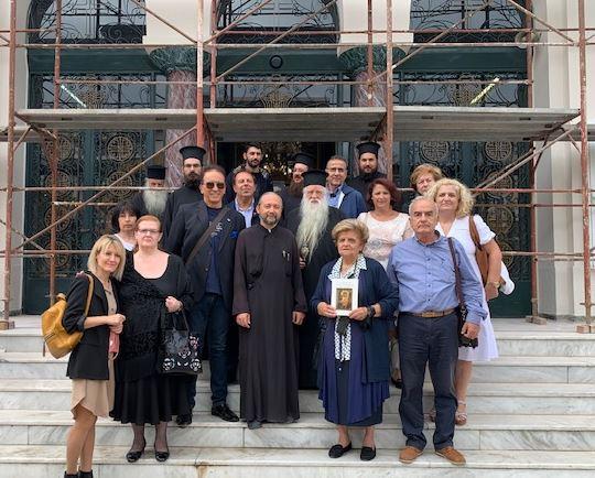 Συγκινητική προσκυνηματική επίσκεψη πιστών από το Αίγιο  στην εικόνα της  Παναγίας  της  Παρηγορήτριας στον Βύρωνα