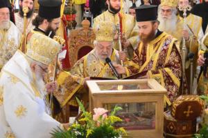 Τελετή ανακομιδής των Ιερών Λειψάνων του Αγίου Καλλινίκου Εδέσσης παρουσία 19 Αρχιερέων.
