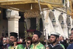 Εντός του ναού η λιτάνευση του σκηνώματος του Αγίου Σπυρίδωνα για το πρωτοκύριακο