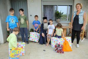 Εκατοντάδες παιδικά χαμόγελα χάρισε σε πλημμυροπαθείς περιοχές ο Μητροπολίτης Φθιώτιδος Συμεών