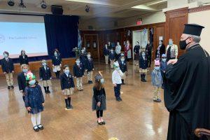 Κοντά στους μικρούς μαθητές ο Αρχιεπίσκοπος Αμερικής Ελπιδοφόρος