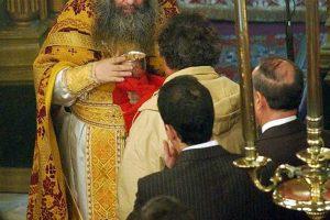 Ιερέας τελούσε λειτουργία με πιστούς στη Χαλκιδική παρά την απαγόρευση