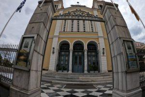 Παλιάνθρωποι ιερόσυλοι αποπειράθηκαν να κάψουν… τη Μητρόπολη Χίου