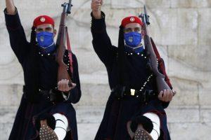Φόρεσαν μάσκες στους εύζωνες της Προεδρικής Φρουράς! – Το μόνο επίλεκτο σώμα στην Ευρώπη που φορά μάσκες!