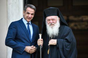 """Παράθυρο ελπίδας από Μητσοτάκη προς Αρχιεπίσκοπο: """"Να τηρήσουμε τα μέτρα και να κάνουμε Χριστούγεννα με τις Εκκλησίες μας ανοιχτές"""""""