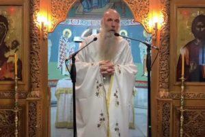 """Ιερέας από Θεσσαλονίκη: """"Άνωθεν παρέμβαση ο σεισμός στη Σάμο – Πληρώνονται για να δεχθούν ότι έχουν κορωνοϊό"""""""