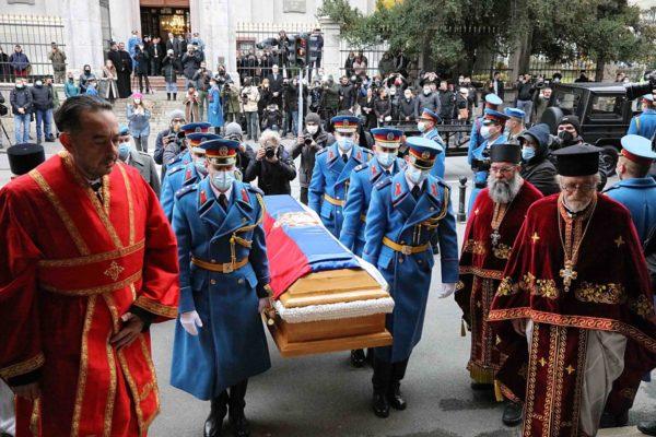Σε λαϊκό προσκύνημα το σκήνωμα του Πατριάρχη Σερβίας Ειρηναίου