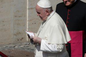Σατανικό! Το «αμαρτωλό» like του Πάπα Φραγκίσκου σε ημίγυμνη φωτό Βραζιλιάνας