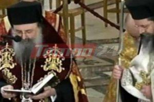 Γονατιστός και συγκινημένος ο Μητροπολίτης Πατρών προσεύχεται στον Άγιο Ανδρέα για την σωτηρία από την πανδημία