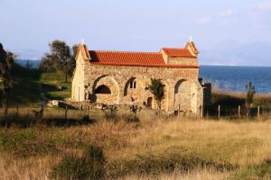 ΑΠΟΚΑΛΥΨΗ:Δεν έχει αποδοθεί εδώ και 30 χρόνια στην Εκκλησία της Αλβανίας η περιουσία της