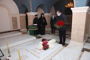 Ο Πρόεδρος της Σερβίας στον τάφο του Πατριάρχη Ειρηναίου- Οι Σέρβοι πολιτικοί μας διδάσκουν!