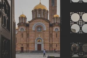 180 χριστιανικά σωματεία ζητούν ανοικτές εκκλησίες τα Χριστούγεννα – Πιέσεις στον Αρχιεπίσκοπο
