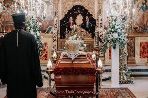 Η εξόδιος ακολουθία και η ταφή του Καστορίας Σεραφείμ (σειρά φωτογραφιών)