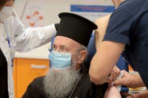 Στον «Ευαγγελισμό» εμβολιάστηκε και ο Μητροπολίτης Ναυπάκτου Ιερόθεος