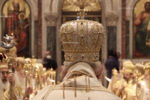 Όποιος Ιεράρχης προσβλέπει στα κοσμικά-πολιτικά  δεκανίκια, τότε θα είναι ο Επίσκοπος  ή ο Αρχιεπίσκοπος της οδού Αγίας  Φιλοθέης και όχι ο Αρχιεπίσκοπος της καρδιάς μας.