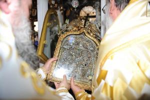 Ένας εργάτης βρήκε πριν 198 χρόνια τη θαυματουργή εικόνα της Παναγίας της Τήνου