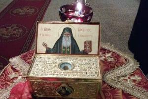 Ο άγιος Αρσένιος της Πάρου θαυματουργεί αδιάκοπα
