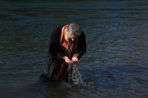 Ο εορτασμός των Θεοφανείων στο Μαυροβούνιο – ✔️Παντού εκτός από την Ελλάδα μας έριξαν Σταυρό στη θάλασσα και στις λίμνες