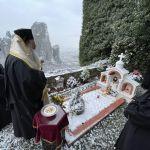 Εν μέσω συνεχούς χιονόπτωσης το 40ήμερο μνημόσυνο της «μάνας των Μετεώρων» Γερόντισσας Φιλοθέης – Ιερά Μονή Ρουσσάνου Μετεώρων