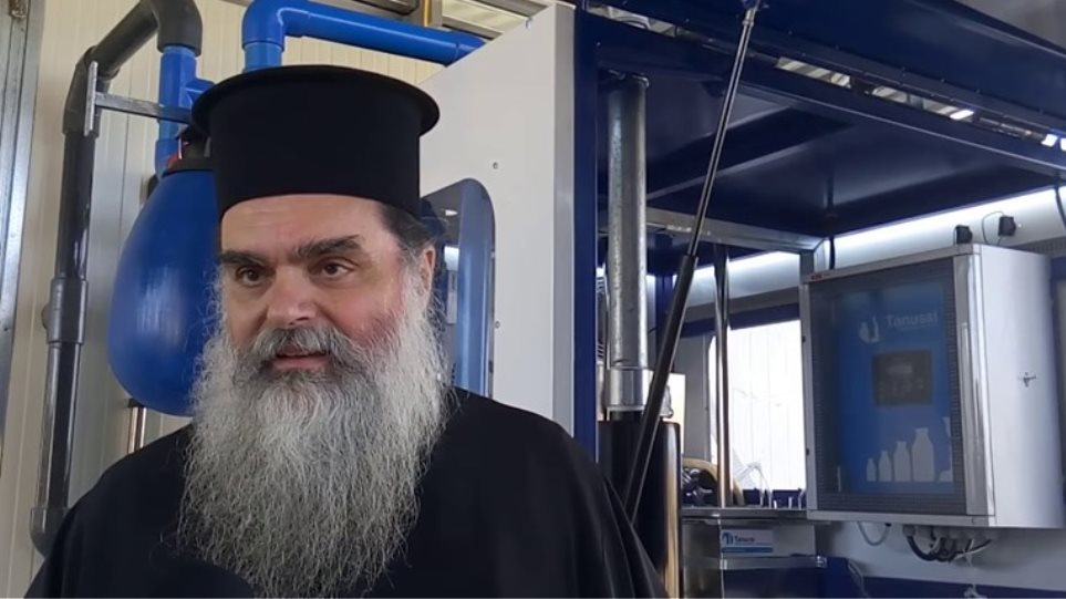 You are currently viewing Ο Ιερέας π.Κωνσταντίνος Καντάνης στο Αγρίνιο κοινώνησε 700 πιστούς τα Χριστούγεννα