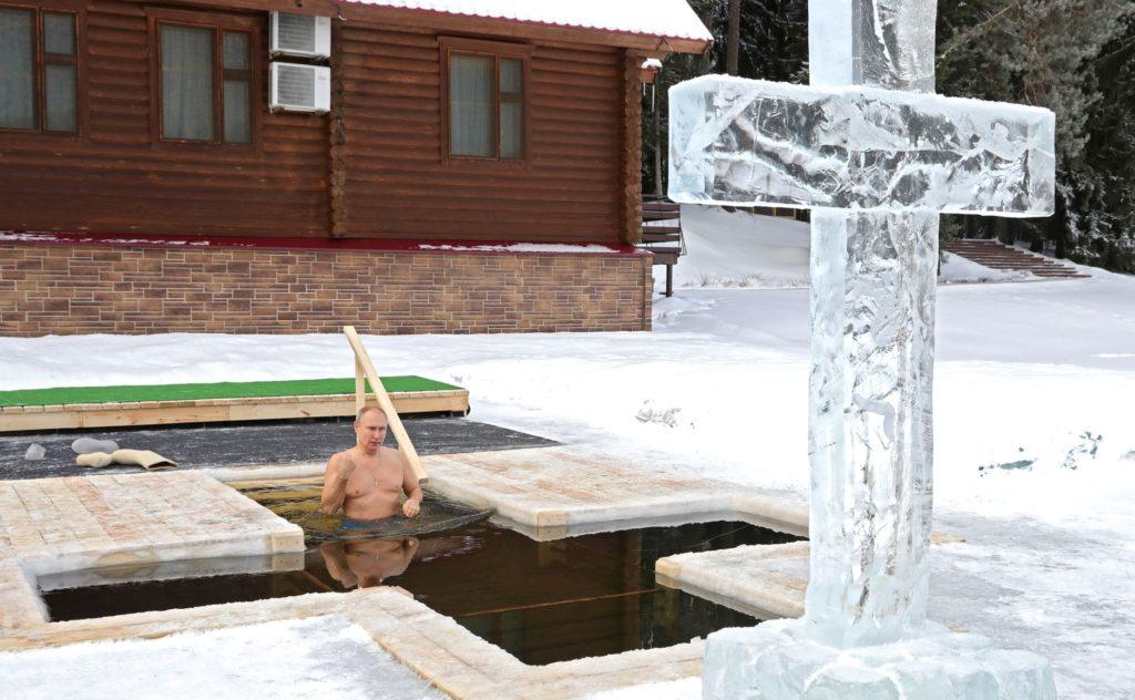 Ο Πρόεδρος Πούτιν βούτηξε στα παγωμένα Ύδατα