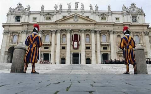 Καταδικάστηκε για υπεξαίρεση και ξέπλυμα χρήματος ο πρώην διοικητής της τράπεζας του Βατικανού