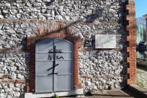 Βεβήλωσαν το μνημείο του Ολοκαυτώματος στη Δράμα