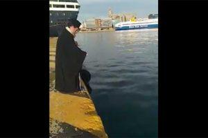 Καθαγιασμός των Υδάτων μπροστά στον Άγιο Νικόλαο Πειραιώς