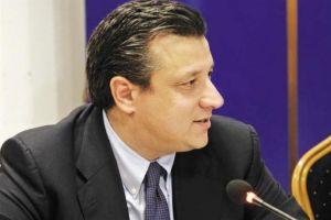 Ο Δερμιτζάκης το χαβά του: «Είναι τραγικά λάθος να είναι προτεραιότητα η Εκκλησία και όχι τα σχολεία»