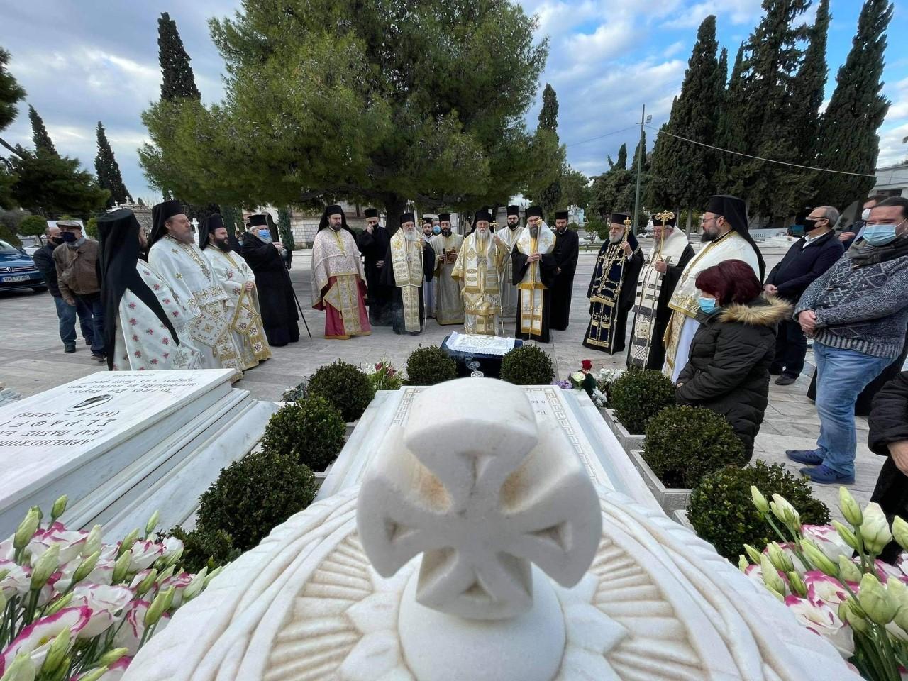 Λειτουργία και μνημόσυνο  για τον «Αρχιεπίσκοπο της καρδιάς μας» τον  Χριστόδουλό μας!