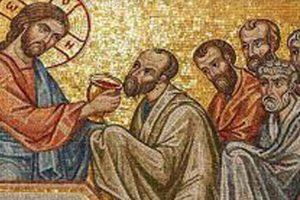 Οι ιερουργούντες τα φρικτά μυστήρια Αρχιερείς μας ποιο  μικρόβιο φοβούνται ότι θα κολλήσουν και φασκιώθηκαν πάνω από τα Τίμια Δώρα;