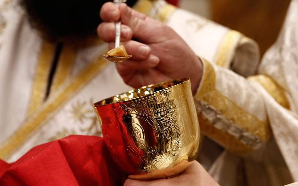 """Ιερός Κλήρος Καλύμνου: """"Μένουμε πιστοί και αμετακίνητοι για την Θεία Κοινωνία"""""""