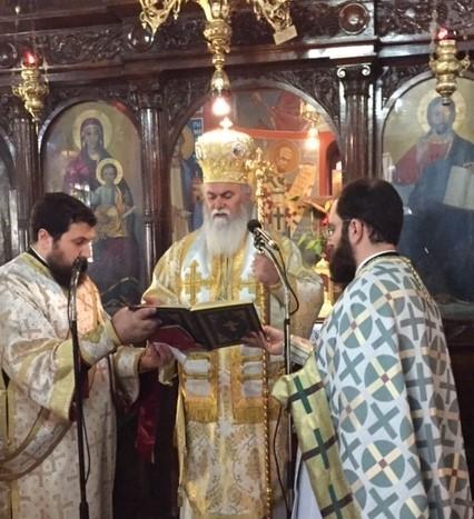 Αρχιερατικό Μνημόσυνο από τον Σεβασμιώτατο κ. Ιερώνυμοστον ΚοιμητηριακόΝαό Αιγίου για τον Αρχιεπίσκοπο Χριστόδουλο,τους Προκατόχους και τους γονείς του