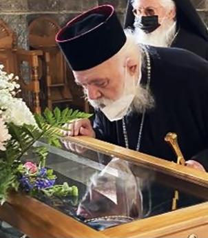 You are currently viewing Η εκπλήρωση του τάματος από τον Αρχιεπίσκοπο κ.Ιερώνυμο στον εορτάζοντα Όσιο Λουκά τον Στειριώτη