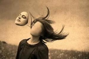 Κυριακή Τελώνου και Φαρισαίου: ας φροντίσουμε να απαλλαγούμε από τις μάσκες και τα προσωπεία  κάθε είδους!