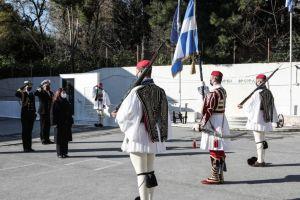 ΠτΔ: Μήνυμα προς τα απόδημα ελληνόπουλα μέσω των …Ευζώνων! ✔️Δεν λέει πουθενά για του Χριστού την πίστη την Αγία! Της διέφυγε!
