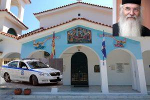 Ιερέας κάλεσε την αστυνομία για να κόψει πρόστιμο σε πιστό που δεν φόρεσε μάσκα μέσα στο ναό και επειδή δεν συμμορφώθηκε, αρνήθηκε να τον κοινωνήσει.